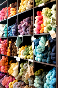 Colorful yarn at fibre space